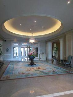 Ritz-Carlton San Juan Hotel, Spa & Casino: Hotel Foyer (best smelling lobby ever)