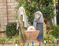 12 Christmas Nativity Scene Ideas Over 20 Outdoor Nativity Scene ideas with phot. Christmas Wood, Primitive Christmas, Christmas Lights, Christmas Holidays, Xmas, Diy Christmas Nativity Scene, Christmas Ideas, Christmas Bible, All Things Christmas