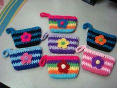 Discover thousands of images about Free Crochet Purse Patterns Crochet Clutch Bags, Crotchet Bags, Crochet Purse Patterns, Crochet Pouch, Crochet Keychain, Crochet Purses, Crochet Crafts, Crochet Yarn, Crochet Toys
