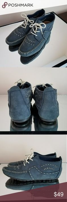NWOB Vintage Hush Puppies blue leather moccasins Vintage Hush Puppies blue leather lace up moccasins. Beautiful soft blue genuine leather. White stitching and laces give great contrast. I love these shoes and want to give them a good home. Never worn. Vintage Shoes Moccasins