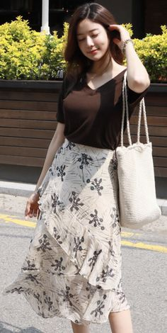 22 Trendy Skirts With Top For Ending Your Spring Summer - Fashion New Trends Long Skirt Fashion, Long Skirt Outfits, Korean Fashion Dress, Modest Outfits, Classy Outfits, Modest Fashion, Pretty Outfits, Stylish Outfits, Fashion Dresses