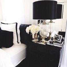 black and white bedroom decor. Bedrooms Monochrome Bedroom With White Bed And Drum Shaped Black Table Lamp  On Nightstand Resultat av Googles bilds kning efter http 3 bp blogspot com