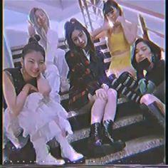Kpop Gifs, Black Pink Songs, Jennie Blackpink, Aesthetic Videos, Kpop Girl Groups, K Idols, Me As A Girlfriend, Vines, Bts