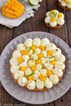 Aujourd'hui je vous propose une recette de tarte, au lait de Coco et à la Mangue. Il y a quelques jours j'avais acheté une boîte de lait de coco, je voulais l'utiliser pour un entremets, au final j'ai penché pour une tarte. La tarte est composée d'un... Vegan Desserts, Delicious Desserts, Dessert Recipes, Dessert Restaurant, Mango Tart, Dessert Aux Fruits, Number Cakes, Vegan Meal Prep, Sweet Tarts