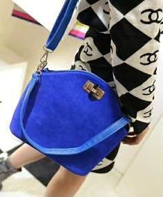 B466 BLUE Price 195.000 IDR  Style: Shoulder bag/Handbag Colour: blue, brown Material: PU Leather, sequins PU features: soft surface Bag Feature: buckle Handle Type: Single Height: 23 cm Length: 29 cm Depth:  11 cm Weight: 640g