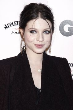 Michelle Trachtenberg. Premiere. Dark Hair. Fair Skin. Blue Eyes <3