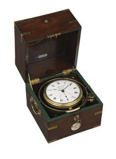 Eight day marine chronometer with white enamel. 1790