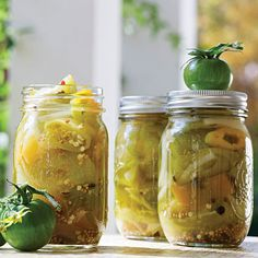 Green Tomato-Hot Pepper Pickles - 33 Southern Pickle Recipes to Relish… Canning Green Tomatoes, Pickled Green Tomatoes, Hot Banana Peppers, Stuffed Banana Peppers, Homemade Pickles, Pickles Recipe, Canning Pickles, Tomato Chutney, Cucumber Recipes