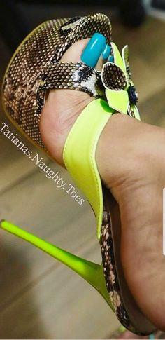 Beautiful High Heels, Beautiful Toes, Pretty Toes, Hot Heels, Sexy High Heels, Long Toenails, Girls Heels, Sexy Toes, Women's Feet