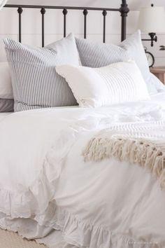 Cool Farmhouse Style Master Bedroom Decoration Ideas 08