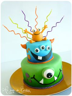 blogP1300518 Cookie Monster Cakes, Monster Birthday Cakes, Monster 1st Birthdays, 4th Birthday Cakes, Monster Cupcakes, Monster Birthday Parties, Monster Party, Halloween Desserts, Halloween Cakes