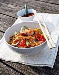 FoodLover: Thajské nudle z Café Buddha A Food, Good Food, Food And Drink, Indian Food Recipes, Healthy Recipes, Ethnic Recipes, Z Cafe, Japchae, Sushi