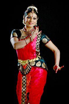 Image from http://2.bp.blogspot.com/-tKm6-xuzSU4/Usjt1h9JRYI/AAAAAAAABX4/vfAU43Q4WVw/s1600/Anuradha+Vikranth+1.JPG.
