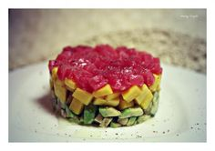 Тартар из тунца с авокадо и манго