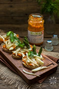 Bruschetta with cottage, asparagus, fennel and ajvar- very quick and easy, perfect for an outdoor lunch, picnic or BBQ.