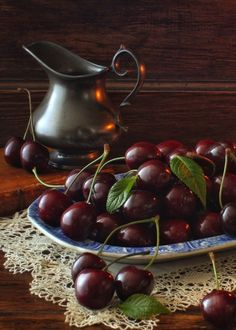 Space Mystery Beauty of old things and mystery of life. Vegetables Photography, Fruit Photography, Still Life Photography, Fruit And Veg, Fruits And Vegetables, Fresh Fruit, Cherries Jubilee, Beautiful Fruits, Sweet Cherries