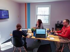 #TeamSeapoint conferencing on conference things. 💻💡#marketingagency #agencylife #digitalmarketing #marketing #marketingtips #contentmarketing #socialmediatips#SEO #Maine #officehumor #office