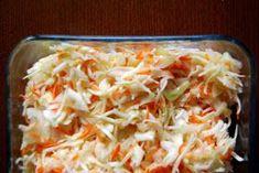 Słodko - kwaśna surówka z kapusty... Poszatkowana, biała kapusta. Wiórki soczystej marchewki. Kosteczki ostrej cebuli. A całość w słodko... Cabbage, Grains, Rice, Vegetables, Food, Essen, Cabbages, Vegetable Recipes, Meals