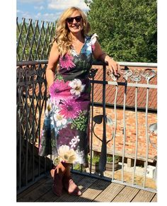 We were so lucky to have Jen @jenlegg4 as one of our testers! She made this gorgeous floral Lisa dress and she looks absolutely stunning in it! Thank you for testing our pattern, lovely!..#smyly #smylymagazine #sewingmakesyouloveyourself #smylypatterns #athinakakou #hattievanderkrohn #sewing #seamstress #dyi #sewcialists #sewersofinstagram #imakemyclothes #letsmakefashion #sewingismytherapy #smylylisa