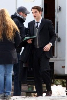 "Rob arriving on the set of ""Life"" on March 18, 2014 (1)"