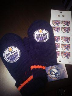 Edmonton Oilers' #HockeyFightsCancer mittens.