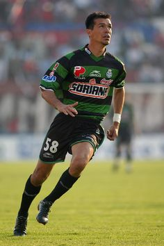 Jared Borgetti of Santos Laguna & Mexico in Football Soccer, Football Players, Football Mexicano, Association Football, As Roma, My Passion, Club Santos, Champion, Running