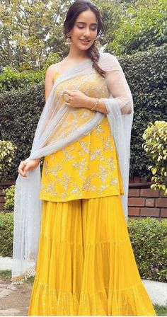 Party Wear Indian Dresses, Designer Party Wear Dresses, Indian Gowns Dresses, Indian Bridal Outfits, Kurti Designs Party Wear, Dress Indian Style, Indian Fashion Dresses, Lehenga Designs, Indian Designer Outfits