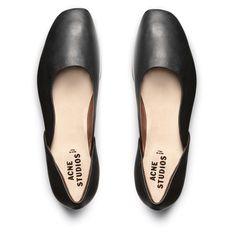Minimal + Classic: Yasmin black
