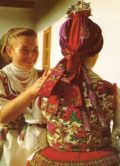 Folk coustume of region Buják, county Nógrád, Hungary - Bujáki népviselet Vintage Jewelry Crafts, Folk Clothing, Hungarian Embroidery, Blogger Tips, Folk Costume, My Heritage, People Of The World, Ethnic Fashion, World Cultures