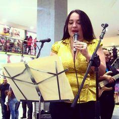 En el #CCLasAmericas declamando #PintameAngelitosNegros de #AndresEloyBlanco por el #DíaDeLaPoesia #LaTertulia #LaTertuliaFM #Música #Poesía #Aragua #Maracay