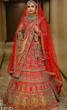 Red lenga with awesome ka leera Lehenga Wedding, Indian Bridal Lehenga, Indian Bridal Outfits, Indian Bridal Fashion, Indian Bridal Wear, Indian Dresses, Bridal Dresses, Designer Bridal Lehenga, Lehenga Designs