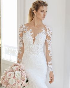 Wedding Dress Eira by Aire Barcelona - Search our photo gallery for pictures of wedding dresses by Aire Barcelona. Find the perfect dress with recent Aire Barcelona photos. Fairy Wedding Dress, Luxury Wedding Dress, Aire Barcelona Wedding Dresses, Unusual Dresses, Wedding Dress Pictures, Wedding Poses, Wedding Ideas, Beautiful Wedding Gowns, Dress Out