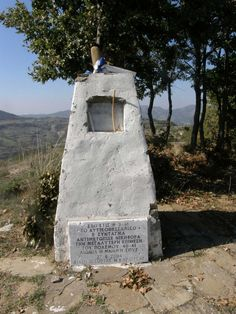 ΤΟ ΚΟΥΤΣΑΒΑΚΙ: 9η Μαρτίου του 1941 Ύψωμα 731: Οἱ Θερμοπύλες ποὺ δ... Ὕψωμα 731: Οἱ Θερμοπύλες ποὺ δὲν ἔπεσαν …Ποτέ    731-mnemeion-plakaΣτις αρχές Μαρτίου 1941, ο ίδιος ο Μπενίτο Μουσολίνι έφτασε στην Αλβανία για να παρακολουθήσει από κοντά τις επιχειρήσεις. Κύριος στόχος, η διάσπαση του μετώπου σε μια γραμμή έξι χιλιομέτρων, από την Γκλάβα στο Μπούμπεσι. Την επιχείρηση είχε αναλάβει το όγδοο ιταλικό σώμα στρατού, που έριξε στη μάχη τέσσερις μεραρχίες και δυο τάγματα Greece, Backpacks, Ww2, Greece Country, Women's Backpack, Backpack