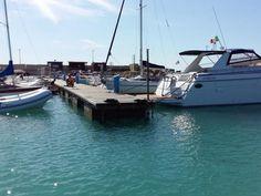 Il #Porto turistico di San Leone è un moderno #marina, dotato di circa 700 #posti #barca  e di tutti i servizi di accoglienza. Dista circa 7 chilometri da #Agrigento e 5 minuti dalla #Valle dei Templi dichiarata patrimonio mondiale dell'umanità dall'Unesco. Entrando nel porto subito a destra (#molo di #levante), nelle immediate adiacenze del fanale verde, si trova il  #Club  #Nautico #Mare Nostrum (dall'originale denominazione che i latini assegnarono al mar #mediterraneo).