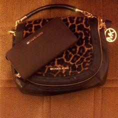 Perfect Gift...MK bag and wallet!!! Anybody?!?!? Fine will get it myself ;)
