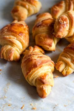 Red Shallot Kitchen: Croissants - nice, small recipe