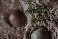 """Frauen helfen Frauen: mit dem Projekt CAREamics: Porzellanreste werden in Trendfarben eingefärbt und 50 des Verkaufes gehen an das Sozialprojekt """"Nurturing Uganda"""". Porzellan @textpoterie ab 8.3.2020 im Onlineshop www.textpoterie.at/shop  Foto: Anika Ecker @Herznsgschichtn Shops, Pottery Wheel, Uganda, Porcelain, Celestial, Handmade, Outdoor, Things To Do, First Aid"""
