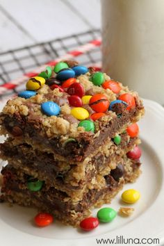 MOne of the best bar recipes you'll ever try!! M&M Chocolate Oat Bars - SO yummy! { lilluna.com }