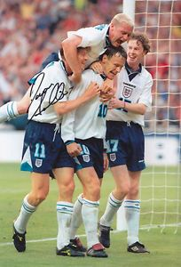 HAND SIGNED 12x8 PHOTO ENGLAND 1996 DARREN ANDERTON - Manchester, United Kingdom Returns accepted Most purchases from business sellers are protected by the Consumer Contract Regulations 2013 which give you the right to cancel the purchase within 14 days after the day you receive the item. Find out more abo - Manchester, United Kingdom