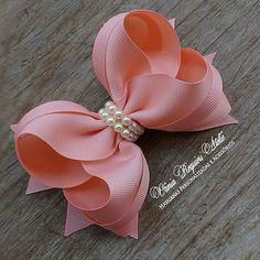 Discover thousands of images about Direct link to bow tutorial. Ribbon Art, Diy Ribbon, Ribbon Crafts, Ribbon Bows, Dog Bows, Baby Bows, Baby Headbands, Hair Ribbons, Diy Hair Bows