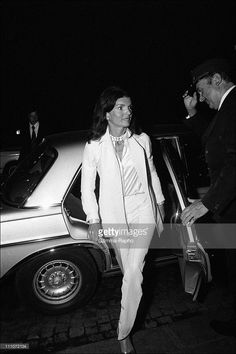 Jacqueline And Aristotle Onassis In Paris - Jackie Onassis Greeted By Maxim's Doorman In Paris, France On October 06, 1973