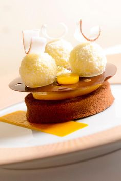 claire heitzler Beautiful Desserts, French Pastries, Culinary Arts, Plated Desserts, Mousse, Food Photography, Dresser, Bakery, Deserts