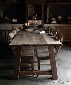Stoere Landelijke tafel van oud hout Primitive Kitchen, Rustic Kitchen, Architect Table, Old Tables, Timber Table, Farms Living, Fashion Room, Living Room Kitchen, Rustic Wood