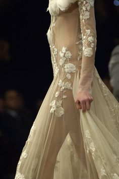 McQueen, gown for a queen of lace!