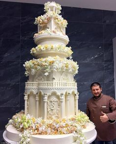Best 8 Really Big Wedding Cakes! Huge Wedding Cakes, Extravagant Wedding Cakes, Amazing Wedding Cakes, Amazing Cakes, Castle Wedding Cake, Giant Cake, Huge Cake, Foto Pastel, Russian Wedding