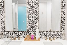 Always on Trend: Black and White Cement Tile - Cement Style Cement Tiles Bathroom, Bathroom Flooring, Kitchen Flooring, Bathroom Wall, Floor Patterns, Wall Patterns, House Seasons, Black And White Tiles, World Of Interiors