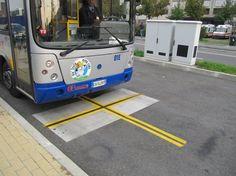 Induktives Ladesystem: Sobald der Elektrobus an einer Haltestelle mit einer...