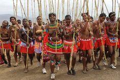 Zulu reed dance in Enyokeni palace, South Africa African Love, African Dance, African Beauty, Zulu Dance, Apartheid Museum, Ethnic Diversity, Tribal People, Kwazulu Natal, African Countries
