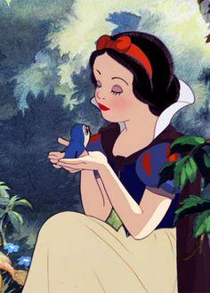 Snow white (snow white and the seven dwarfs) (c) 1937 disney. Old Disney, Cute Disney, Vintage Disney, Disney Magic, Disney Princess Pictures, Disney Pictures, Disney Films, Disney Cartoons, Snow White 1937