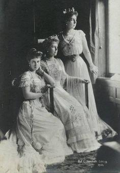 Sisters Infanta Beatriz of Bourbon-Orleans, Crown Princess Marie of Romania & Grand Duchess Victoria Melita of Russia